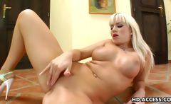 Cute Cindy and her fingering pleasures
